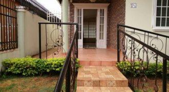 Casa en alquiler en Rufina Alfaro
